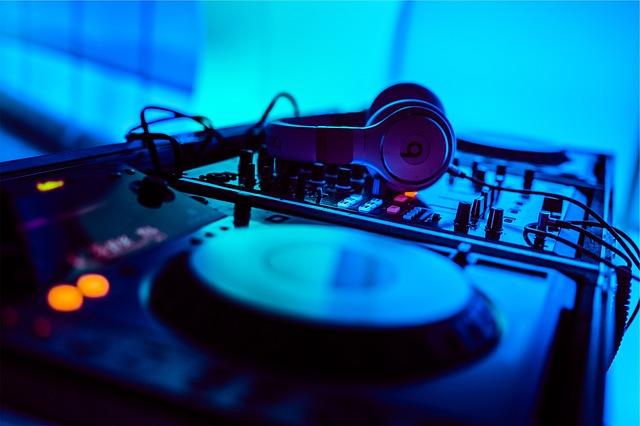Na co zwrócić szczególną uwagę podczas wyboru DJ-a na wesele? v1